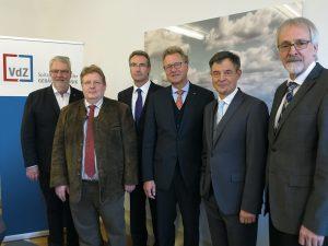 Neuer VdZ-Vorstand:  (v.l.n.r.:) Friedrich Budde (ZVSHK), Guido Eichel (AdK), Karlheinz Reitze (ZVEI), Dr. Michael Pietsch (DG Haustechnik), Dr. Markus Beukenberg (VDMA Pumpen + Systeme), Heinz-Eckard Beele (VDMA Armaturen)